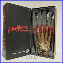 A Nightmare On Elm Street Freddy Krueger Signed Autograph Glove Robert Englund