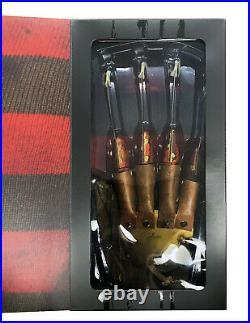 Trick or Treat Studios A Nightmare on Elm Street 2 Deluxe Freddy Krueger Glove